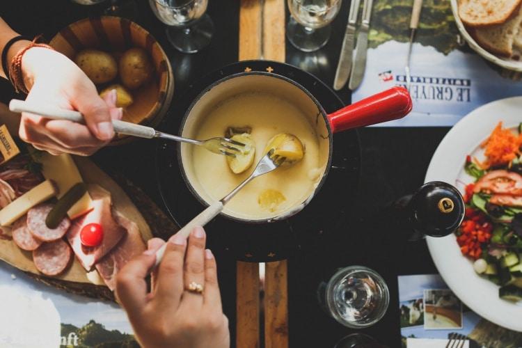 Soirée repas savoyard camping caravaneige du col sur la Toussuire - les sybelles en Maurienne Savoie