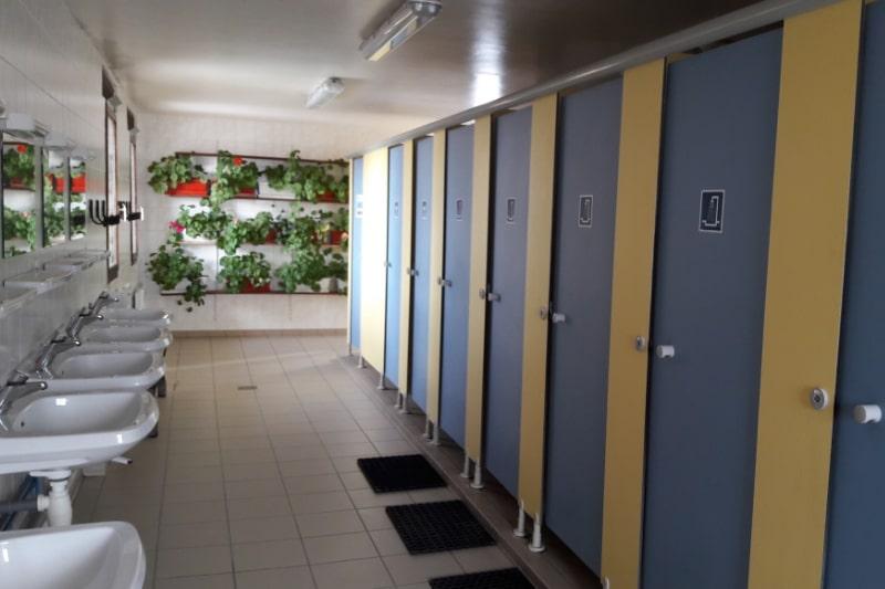 Les sanitaires chauffés sur le camping caravaneige du Col la Toussuire les Sybelles Maurienne Savoie